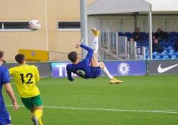 Chelsea, segna con la «bicicletta» Un gol che lascia presagire un grande talento. È quello di Jude Soonsup-Bell, giovane attaccante della squadra under 18 del Chelsea - Dalla Rete