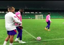 Chelsea, Tomori segna da dietro la porta In un video pubblicato su Instagram, il calciatore del Chelsea Fikayo Tomori ha mostrato come segnare da dietro la porta - Dalla Rete