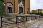 Abusive le barriere anti-movida, il sindaco di Cosenza contro il parroco di Santa Teresa