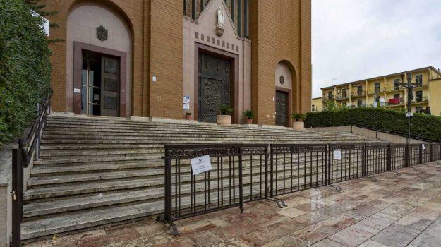 chiesa, parroco, sindaco, transenne, Dario De Paola, Mario Occhiuto, Cosenza, Calabria, Cronaca
