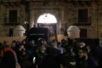 A Palermo marcia nella notte dei commercianti contro la chiusura anticipata dei locali