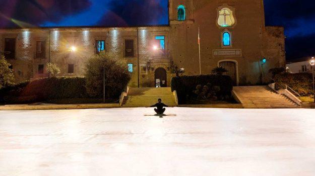 Altomonte, la tela record dell'artista Fra!: disegno da guinness in piazza San Francesco