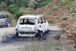 L'auto data alle fiamme