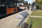 Paura a Crotone, crolla la pensilina di una fermata bus