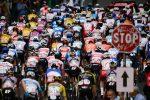 Giro d'Italia, due ciclisti e sei membri di staff positivi al coronavirus