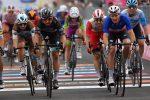 Giro d'Italia, Démare vince la tappa da Catania a Villafranca Tirrena: Almeida in rosa