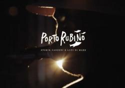 Il cantautore Renzo Rubino solca i mari della Puglia in un nuovo documentario - Corriere Tv