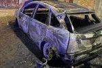 Corigliano, in fiamme un'auto abbandonata nel centro storico