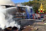 Autocarro in fiamme sulla A2 tra Rogliano e Cosenza, illeso il conducente