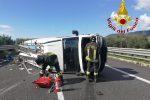 Furgone si ribalta in autostrada a Lamezia, ferito il conducente
