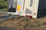 Incidente a Castelvetrano, pullman si ribalta dopo lo scontro con un'auto: morti medico e operatore sanitario