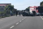 Incidente a Melito Porto Salvo, auto si ribalta: 5 feriti, chiuso tratto della statale 106