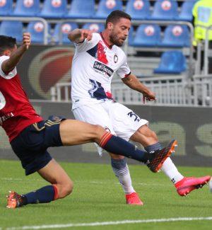 Il Crotone perde 4-2 sul campo del Cagliari e resta all'ultimo posto in classifica