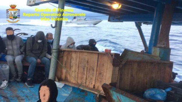 crotone, sbarco migranti, scafisti, Catanzaro, Cronaca