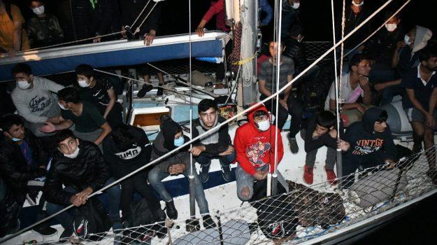 crotone, migranti, Catanzaro, Calabria, Cronaca
