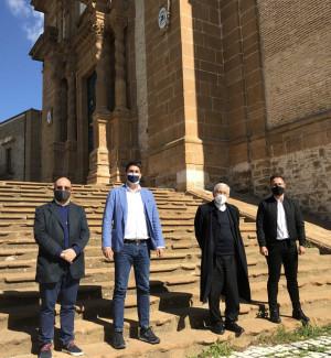 Da sinistra, don Dario Pavone, Giuseppe Sciarabba, don Giuseppe Paci e Luca Vitali