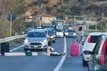 Tensione tra i migranti a Fuscaldo, bloccata la statale per protesta