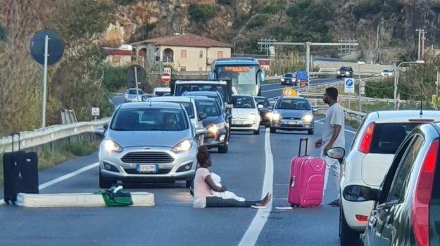 fuscaldo, migranti, protesta, Cosenza, Calabria, Cronaca