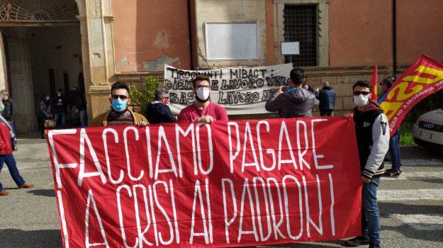 A Cosenza protesta dei tirocinanti del ministero della Cultura
