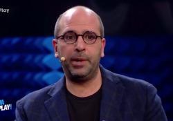 Quando Checco Zalone cantava da Fiorello «La nostalgie de bidet» La canzone interpretata durante il programma di Fiorello «Viva RaiPlay!» | - Corriere Tv