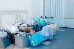 Messina, i positivi al Covid sommersi dai rifiuti