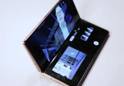 Samsung Galaxy Z Fold 2: video recensione Il secondo smartphone pieghevole con formato a libretto. Migliorano tutte le caratteristiche, il prezzo resta elevato (2.059 euro) - CorriereTV