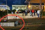 Messina, lanci di sassi e cabina elettrica divelta: giovani teppisti in azione in piazza Cairoli