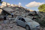 Terremoto tra Grecia e Turchia, le vittime salgono a 26: si continua a scavare tra le macerie