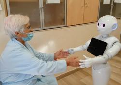 Visita (a distanza) a chi è ricoverato? Si può fare, grazie a un robot All'Irccs Casa Sollievo della Sofferenza di San Giovanni Rotondo parte una sperimentazione con il robot Pepper che interagirà con pazienti anziani - Corriere Tv