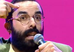 X Factor, la folle «Attenti al loop» di NAIP incanta i giudici L'artista si è trasformato in una sorta di tastiera umana impazzita - Corriere Tv