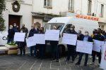 Sanità in Calabria, la sfilata degli ambulanti in protesta per le vie di Vibo Valentia