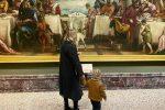 """La Ferragni torna al museo prima del lockdown: """"L'ho promesso a Leo"""""""