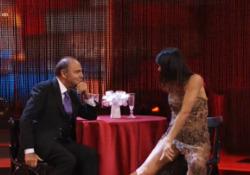 A «Ballando con le stelle» ospite Bruno Vespa con il tango... da seduto Il giornalista da Milly Carlucci su Rai Uno è rimasto seduto al tavolino di un immaginario bistrot per tutto il tempo della performance - Corriere Tv