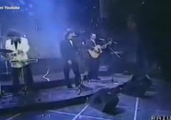 Addio a Stefano D'Orazio: quando i Pooh vinsero Sanremo nel 1990 Il gruppo si aggiudicò il primo posto con la canzone «Uomini soli» - Ansa