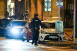 """Attacco a Vienna, quattro le vittime. Ucciso un attentatore: """"Era simpatizzante dell'Isis"""""""