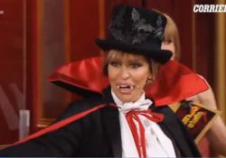 Ballando con le Stelle, Alessandra Mussolini diventa Dracula e improvvisa un cha cha cha La prova speciale ha visto i concorrenti scendere in pista con un travestimento a tema horror - Ansa