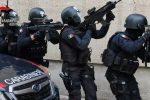 Reggio, giovane straniero si barrica in casa per evitare un controllo: intervengono i carabinieri