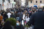"""Meno restrizioni a Natale, il monito dell'Oms: """"L'Europa rischia la terza ondata"""""""