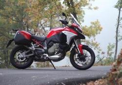 Ducati Multistrada V4: la nostra prova Con il nuovo motore V4 la crossover di Borgo Panigale migliora le prestazioni e la qualità della guida - CorriereTV