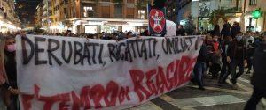 Calabria zona rossa, i cittadini di Cosenza protestano in piazza Kennedy contro il Dpcm