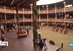 Funerali Proietti, il lunghissimo applauso al Globe Theatre Il saluto di amici e colleghi all'attore scomparso - AGTW