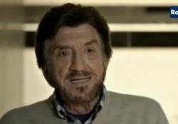 Gigi Proietti e il racconto della divertentissima barzelletta della «moglie sorda» Uno dei classici racconti dell'attore, interpretato in una serie tv - Corriere Tv