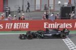 Hamilton trionfa anche in Emilia Romagna, alla Mercedes il titolo costruttori