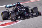 Gp Bahrain, Hamilton vince una gara folle davanti a Verstappen e Albon