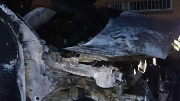 auto, consigliere provinciale, incendio, isca, Marziale Battaglia, Catanzaro, Calabria, Cronaca
