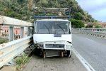 Incidente sulla Messina-Catania, collisione durante un sorpasso pullman-camion