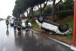 Auto si ribalta sul margine della carreggiata tra Villafranca e Rometta, ferito il conducente