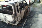 Auto in fiamme a Zafferia, intimidazione a Messina