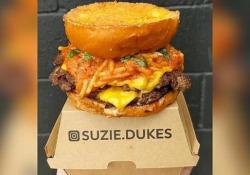 Lo provereste? A Sydney l'hamburger con spaghetti alla bolognese Il panino è in vendita in edizione limitata in un ristorante della città australiana - CorriereTV