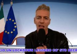 «Lockdown leggero», la canzone di Giovanni Vernia in versione Achille Lauro-Conte Il comico ironizza sulle nuove misure anti Covid - Corriere Tv